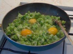 Cibulka s brokolicí a vajíčky